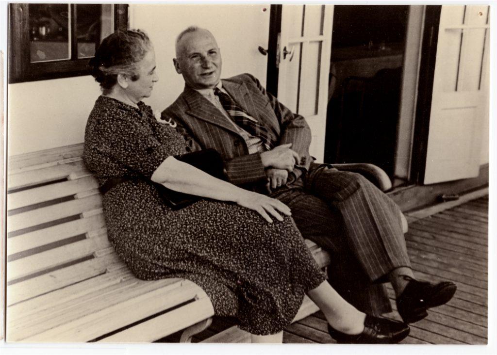 Hanna Grünwalds Eltern Emma und Moritz Meyer auf dem Schiff nach Argentinien, fotografiert vom Schiffsfotografen, Oktober 1938