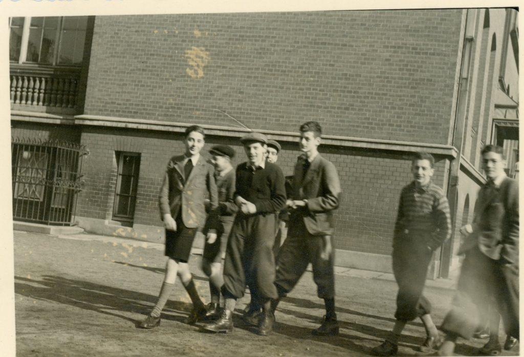 Schüler auf dem Schulhof der Talmud Tora Schule in den 1930er Jahren / Quelle: www.igdj-hh.de