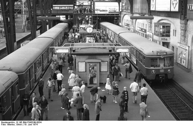 Hauptbahnhof in den 1970er Jahren/ Foto: Ullrich Wienke, Bundesarchiv
